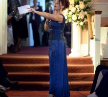 Nikki as auctioneer at Pilgrims Hospice Vintage Fashion Show